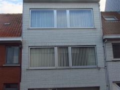 Deze ruime bel-etagewoning in centrum Sint-Niklaas beschikt over een grote garage met automatisch poort op het gelijkvloers en een grote living met in
