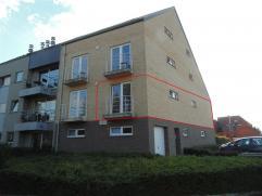 Mooi appartement met balkon in een rustige woonwijk vlakbij het Waasland Shopping Center. Het appartement bestaat uit een inkomhal, een living met ope