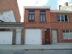 Klein appartementje in centrum Sint-Niklaas, vlakbij het station. Het bestaat uit een leefruimte met keuken, een badkamer met douche en een slaapkamer