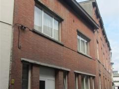 Gemeubelde studio in centrum Sint-Niklaas, op wandelafstand van de Grote Markt. De studio bestaat uit een leefruimte met open keuken en slaaphoek en e