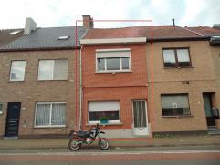 Gezellige woning met terras en garage in centrum Sint-Niklaas. De woning bestaat uit een mooie leefruimte, een ingerichte keuken, een badkamer met lig