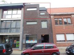 Modern appartement met terras nabij stadskern Sint-Niklaas. Het appartement bestaat uit een leefruimte met open keuken, een ingerichte badkamer, 1 sla