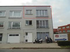 Verzorgd, gezellig appartement in een rustige woonomgeving te Sint-Niklaas. Het appartement bestaat uit een living, een ingerichte keuken, een badkame