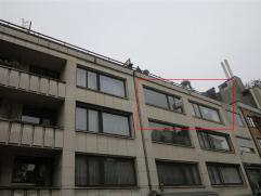 Instapklaar appartement met lift op de Grote Markt van Sint-Niklaas. Het appartement bestaat uit een inkomhal, een living, een ingerichte keuken en ba