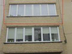 Appartement met 2 slaapkamers vlakbij de vernieuwde Stationsstraat. Het appartement bestaat uit een inkomhal, een living, een ingerichte keuken en bad