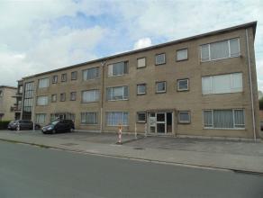Appartement in centrum Sint-Niklaas, vlakbij het station van Sint-Niklaas, gelegen op de 2e verdieping. Het bestaat uit een inkomhal, een leefruimte,
