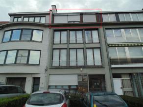 Gezellig appartement met 2 slaapkamers en terras nabij het stadspark. Het appartement bestaat uit een inkomhal, een living, een ingerichte keuken en b