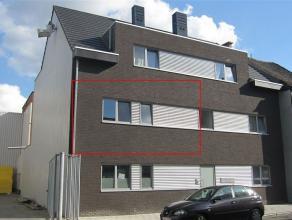 Mooi, energiezuinig appartement met terras op de 1e verdieping van een recent gebouw met lift. Het appartement bestaat uit een inkomhal, een living, e