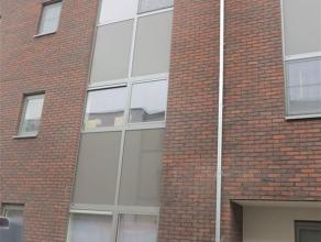 Prachtig appartement op de 2e verdieping van een nieuw appartementsgebouw met lift in centrum Sint-Niklaas. Het appartement omvat een inkomhal met gas