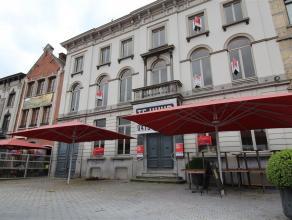 Zeer ruim, monumentaal horecapand met groot terras met uitzicht op de grootste markt van België. De perfecte ligging, de 2 grote terrassen waarva