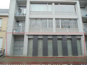 Ruim, recent gelijkvloers appartement met 3 slaapkamers en 2 badkamers vlakbij centrum Sint-Niklaas! Het appartement bestaat uit een inkomhal, een gro