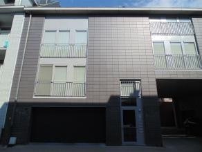 Modern, instapklaar appartement in het centrum van Sint-Niklaas met 2 slaapkamers en garage. Het appartement bestaat uit een ruime inkomhal met vestai