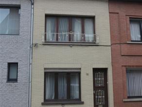 Gezellige woning met groot terras in centrum Sint-Niklaas, op wandelafstand van het stadspark. De woning omvat een inkomhal met fietsenberging, een le