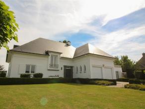 Prachtige villa in de stadsrand van Sint-Niklaas op een perceel van 4574 m², palend aan een groenzone. De woning heeft een totale bewoonbare oppe