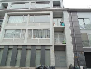 Gezellig appartement met 2 slaapkamers nabij Grote Markt van Sint-Niklaas. Het appartement bestaat uit een inkomhal, een leefruimte, een ingerichte ke
