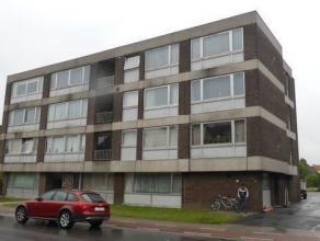 Comfortabel appartement met 2 slaapkamers en garage vlakbij handelszaken, station en stadscentrum. Het appartement bestaat uit een inkomhal met ingema