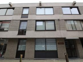 Mooi gerenoveerd, instapklaar appartement op enkele meters van de Grote Markt van Sint-Niklaas. Het appartement is gelegen op de 2e verdieping van een