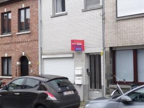 Opbrengsteigendom bestaande uit 2 appartementen. Beide appartementen bestaan uit een leefruimte met open keuken, een slaaphoek en een badkamer met dou
