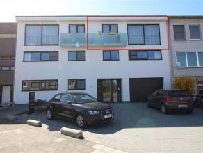 Prachtig, ruim appartement met luxueuze afwerking in een rustige woonomgeving te centrum Sint-Niklaas. Het omvat een inkomhal, een leefruimte met voll