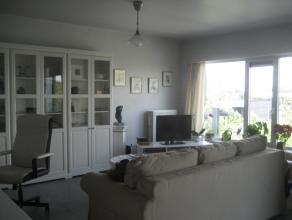 Instapklaar modern appartement met terras en aparte garage en LIFT.  2e verdiep: inkomhal met toilet, prachtige badkamer met inloopdouche en ligbad, 2