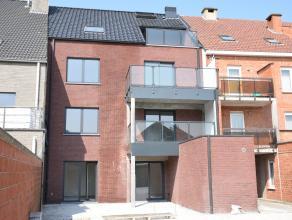 Gezellig dakappartement in nieuwbouw: Ideale ligging voor winkels en verbindingen.<br /> Indeling: living met open keuken (kookvuur, dampkap, warme lu