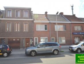 Info      Mooi afgewerkte woning type gesloten bebouwing met overdek terras en tuin in een van de hoofdstraten en vlak nabij het centrum van Beveren.