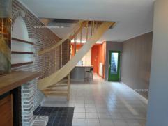 PERFECT GERENOVEERDE WONING MET 2 SLAAPKAMERS EN DAKTERRAS IN CENTRUM TEMSEIndeling: inkomhal met ingebouwde kast, living en eetplaats met open keuken