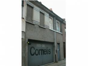 gesloten bebouwing Indeling:* garage - magazijn (gelijkvloers) ± 174 m²* eerste verdieping: in te richten ruimte ± 76 m²* zold