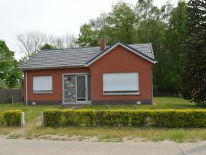 open bebouwing Indeling:WOONHUIS(Open Bebouwing) met* gelijkvloers: inkomhall, living (± 32 m²), keuken (met kasten, gootsteen, dampkap),