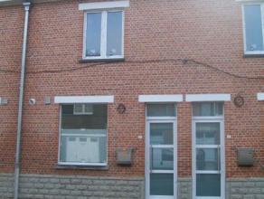 Gerenoveerde woning met 2 slaapkamers, tuin, living, geïnstalleerde keuken, berging, badkamer. CV op gas. EPC 231 kWh/m². Voor een bezoek ge