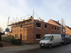 2 Nieuwbouwwoningen half open bebouwing + gesloten bebouwing. Woningen met 3 slaapkamers & zolder/slaapkamer, keuken, living, tuin. Deze woningen