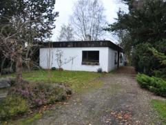 Moerbeke-Waas, Meester Antoniusdreef 2: Te renoveren bungalow, gelegen in doodlopend straatje op groot stuk grond van 1.485m². Mooie grond met ee