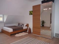 Laat u verrassen door deze charmante starterswoning met zeer ruime slaapkamer. Onmiddellijk bewoonbaar! ZEKER EEN BEZOEK WAARD!