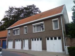 Opbrengsteigendom bestaande uit 2 te moderniseren appartementen met elk 2 slaapkamers, het gebouw beschikt eveneens over een tuin, garage en mogelijkh