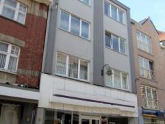 Dendermonde, Brusselsestraat 100 - 3e verdiepingCentraal gelegen groot appartement met 2 slaapkamers.Inkomhal. Ruime woonkamer in 2 delen. Ingerichte