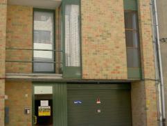 Dendermonde, Sint-Rochusstraat 19 - bus 4Rustig en centraal gelegen studio met trap naar aparte slaapkamer.Indeling: Gezellig dakappartement met 1 sla
