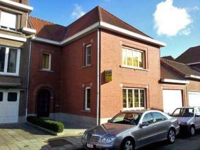 Dendermonde, Sint-Christianastraat 8.Ruime te renoveren gezinswoning met tuin en garage gelegen op rustige locatie in de stadskern. Vlakbij onder ande
