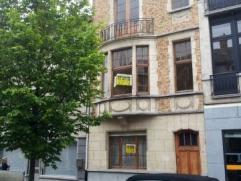 Dendermonde, Kerkstraat 19.Aantrekkelijke standingvolle comfortabele en centraal gelegen woning.Indeling:Inkom. Links vooraan is er een voorplaats die