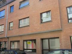 Dendermonde, Sint-Rochusstraat 5A-GelijkvloersIn het centrum van de stad gelegen volledig vernieuwd gelijkvloers appartement.Indeling:Inkom. Leefruimt