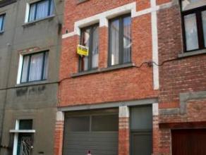 Dendermonde, Sint-Rochusstraat 23b.Uniek wonen in het hart van de stad. Volledig gerenoveerde duplex met 2 ruime slaapkamers.Indeling:Inkom met trap n