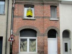 Temse, Sint-Jorisstraat 5.Charmante te renoveren rijwoning met tal van mogelijkheden.Indeling:Inkom met voorplaats, welke eventueel kan dienen als bur