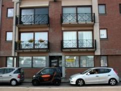 Dendermonde, Statieplein 42.Aan het station van Dendermonde gelegen gelijkvloers appartement met terras en tuin. Indeling:Ruime inkomhal. Aan de straa