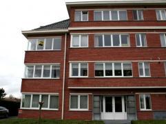 Dendermonde, Noordlaan 96 bus 2Centraal gelegen gelijkvloers appartement met 2 ruime slaapkamers.Indeling:Inkomhal met ruime, klare woonkamer en aanpa