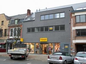 Dendermonde, Oude Vest 56 bus 1.Zeer centraal gelegen ruim nieuwbouwappartement met 2 slaapkamers en groot zonneterras. Voorzien van alle modern comfo