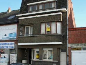 Dendermonde, Mechelsesteenweg 82-84.Unieke ruime, te renoveren woning met tuin. Mogelijkheid tot 5 of zelfs 6 slaapkamers.Ideaal renovatieproject om n