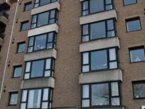 Dendermonde, Noordlaan 107 bus 11.Ruim appartement met 2 slaapkamers. Gebouw met lift. Bijhorende garage.Indeling:Inkom. Via glazen deur toegang tot d