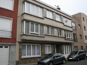 Dendermonde, Lodewijk Dosfelstraat 14 bus 1Volledig vernieuwd centraal gelegen appartement met terrasje.Indeling:Hall. Woonkamer aan de straatzijde. V