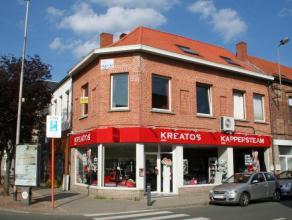 Dendermonde, Lindanusstraat 3.In het hart van de stad gelegen ruime duplex.Indeling: Individuele inkom met mogelijkheid tot plaatsen van een fiets. Tr