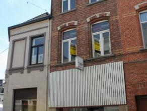 Dendermonde, Dijkstraat 124.Zeer centraal gelegen eigendom met tal van mogelijkheden. Bestaande uit 3 volwaardige bouwlagen en extra zolderverdieping.