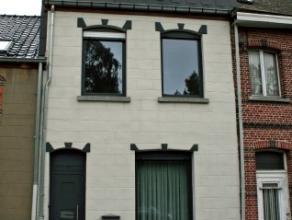 Dendermonde, Gentsesteenweg 162.Volledig gerenoveerde woning met tuintje (gelegen naast de brug van Appels).Indeling:Inkomhalletje. Woonkamer met aanp